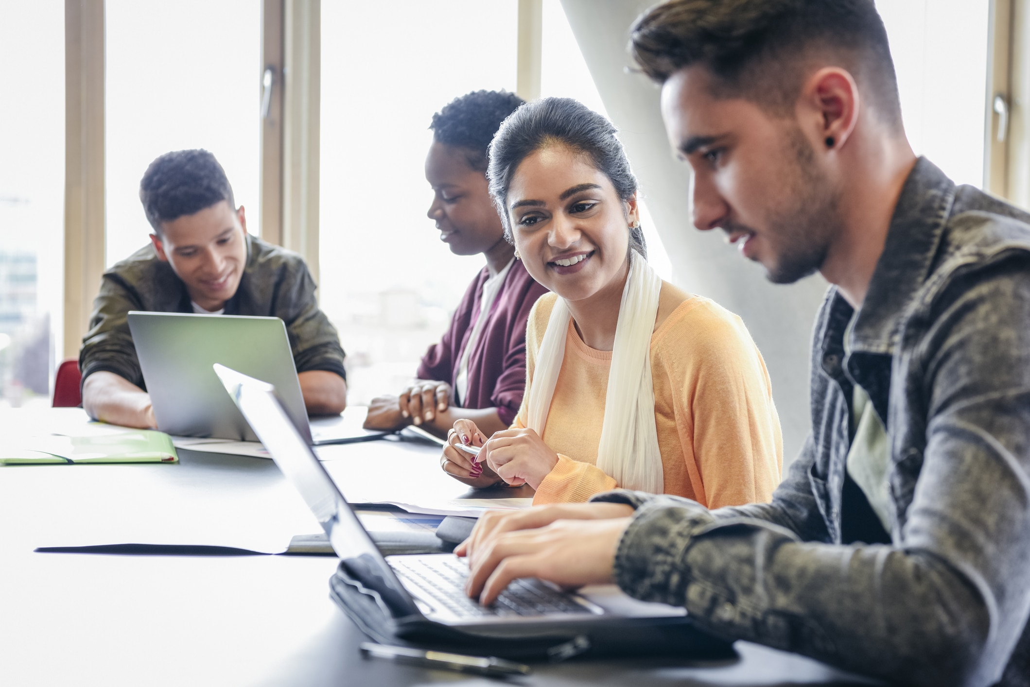 10 Easy Online Jobs for College Students